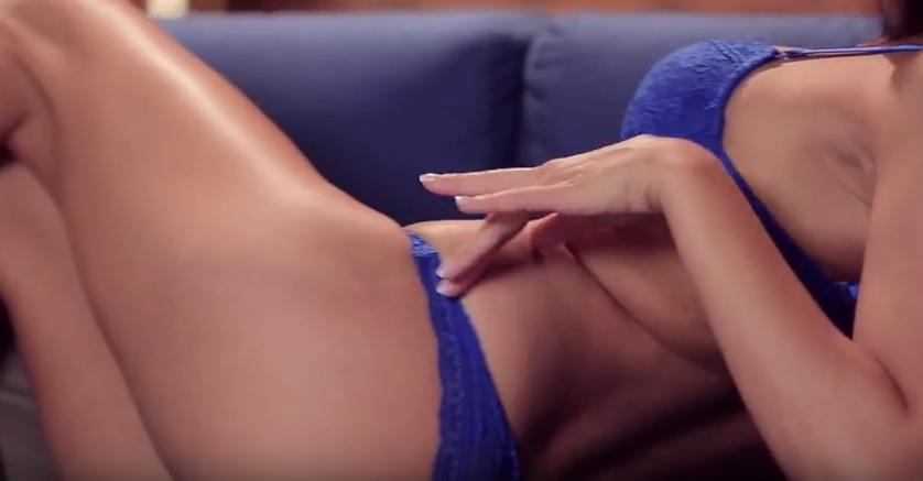 Prstovanie mačička porno